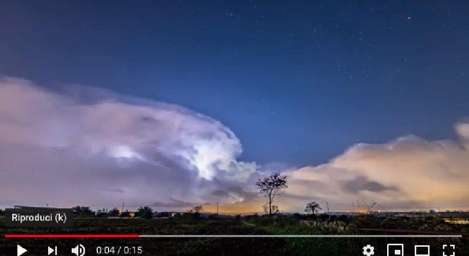 https://www.ragusanews.com//immagini_articoli/27-10-2019/maltempo-il-timelapse-temporale-a-ragusa-video-500.jpg