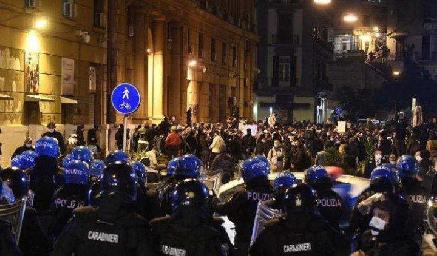https://www.ragusanews.com//immagini_articoli/27-10-2020/notte-di-guerriglia-bombe-carta-e-molotov-a-milano-arresti-a-torino-500.jpg