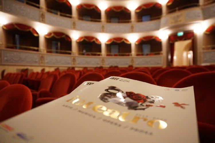 https://www.ragusanews.com//immagini_articoli/27-10-2020/teatro-garibaldi-di-modica-fa-una-stagione-tutta-digitale-sui-social-500.jpg