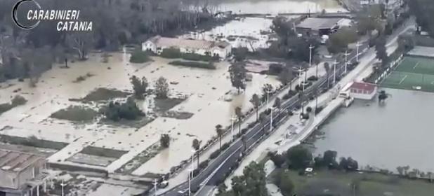 https://www.ragusanews.com//immagini_articoli/27-10-2021/catania-il-giorno-dopo-sorvolo-sulle-zone-devastate-dall-alluvione-video-280.jpg