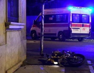 https://www.ragusanews.com//immagini_articoli/27-10-2021/incidente-a-milano-scooterista-vittoriese-travolto-e-ucciso-da-un-pirata-280.jpg