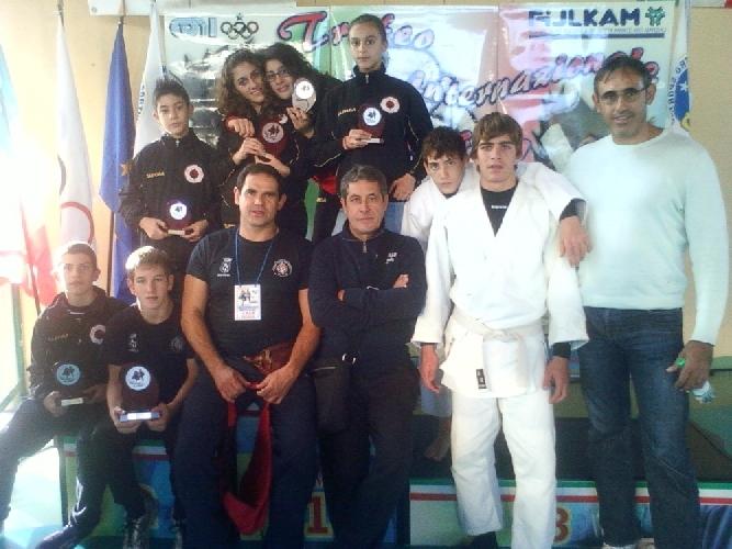 https://www.ragusanews.com//immagini_articoli/27-11-2011/la-koizumi-scicli-fa-incetta-di-medaglie-al-trofeo-bellizzi-500.jpg