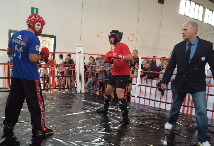 https://www.ragusanews.com//immagini_articoli/27-11-2014/a-chiaramonte-se-le-danno-di-kick-boxing-500.jpg