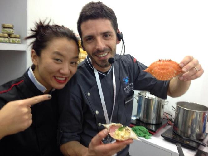 http://www.ragusanews.com//immagini_articoli/27-11-2014/e-i-cinesi-scoprirono-che-a-ragusa-si-mangia-bene-500.jpg