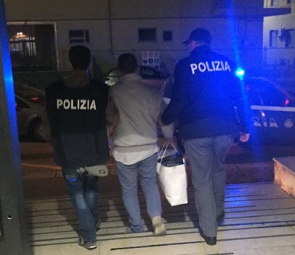 http://www.ragusanews.com//immagini_articoli/27-11-2015/violenza-sessuale-su-minori-un-arresto-a-pozzallo-500.jpg