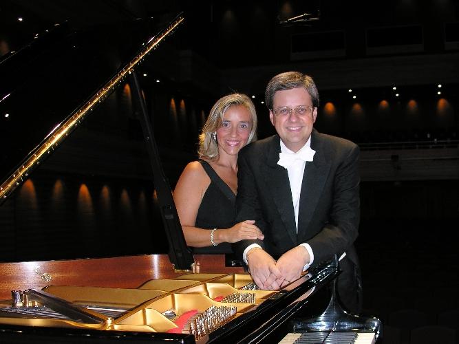 https://www.ragusanews.com//immagini_articoli/27-11-2017/ragusa-concerto-pianoforte-elvira-foti-roberto-metro-500.jpg