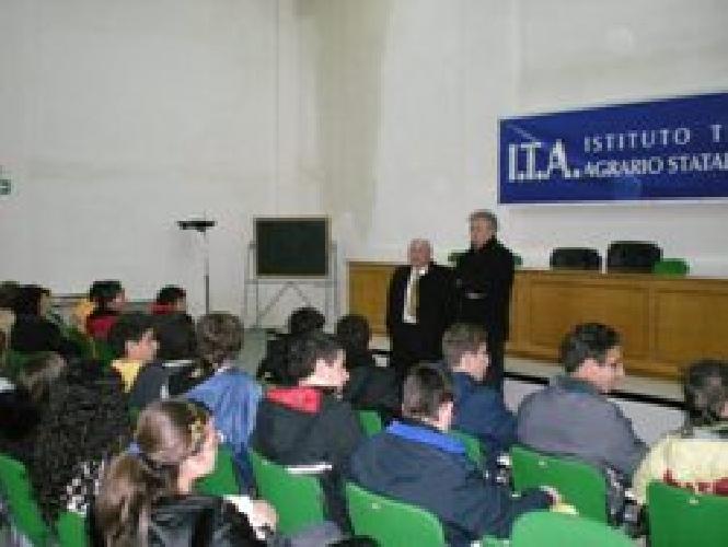 https://www.ragusanews.com//immagini_articoli/27-12-2007/l-itas-lancia-nuovi-corsi-di-studio-500.jpg