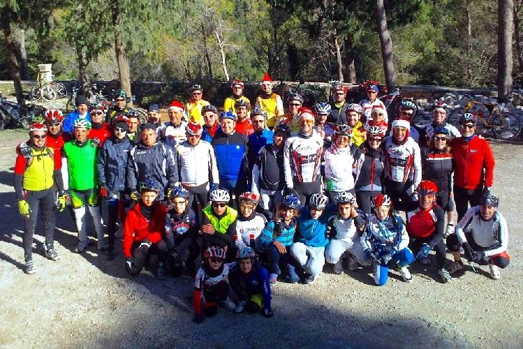 https://www.ragusanews.com//immagini_articoli/27-12-2012/il-natale-a-chiaramonte-e-su-due-ruote-500.jpg