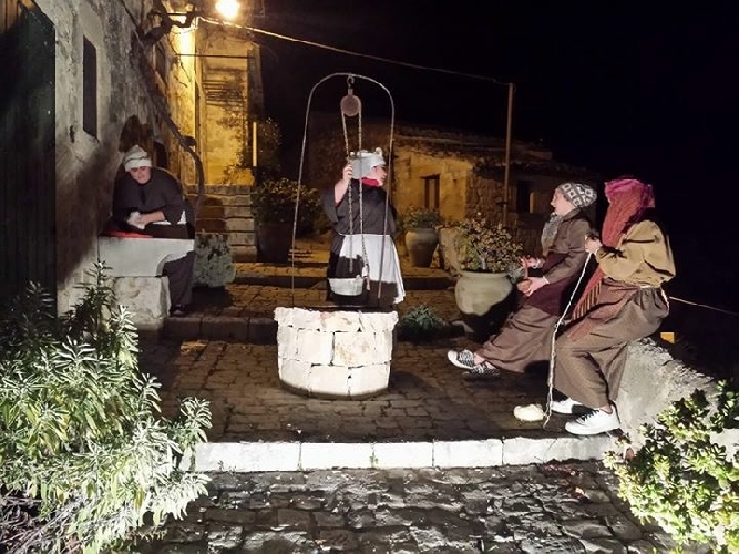 https://www.ragusanews.com//immagini_articoli/27-12-2015/presepe-a-santa-maria-la-nova-500.jpg