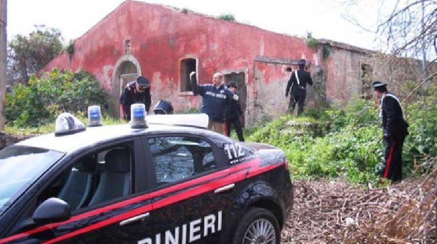 http://www.ragusanews.com//immagini_articoli/27-12-2015/sparatoria-in-un-casolare-tre-feriti-arrestati-4-rumeni-500.jpg