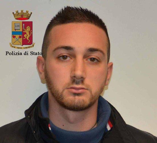 http://www.ragusanews.com//immagini_articoli/27-12-2017/ragusa-ladri-natale-arresti-500.jpg