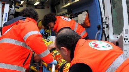Villa San Giovanni: si ribalta pullman diretto a Messina, 15 feriti
