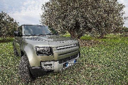 https://www.ragusanews.com//immagini_articoli/27-12-2020/lan-rover-defender-piu-di-un-fuoristrada-piu-di-un-suv-280.jpg