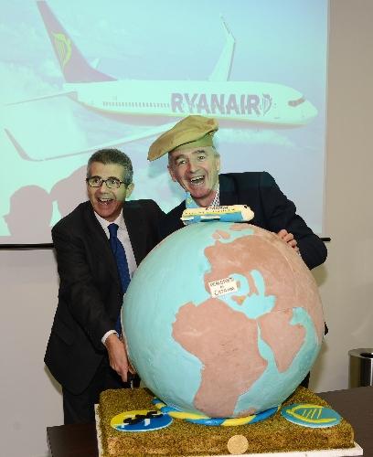 http://www.ragusanews.com//immagini_articoli/28-01-2014/il-papa-di-ryanair-a-catania-per-inaugurare-la-nuova-base-aeroportuale-500.jpg