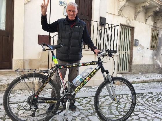 http://www.ragusanews.com//immagini_articoli/28-01-2017/giro-mondo-bici-anni-420.jpg
