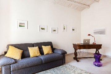 https://www.ragusanews.com//immagini_articoli/28-01-2018/1517173323-modica-vendesi-casa-vista-mozzafiato-giorgio-5-240.jpg