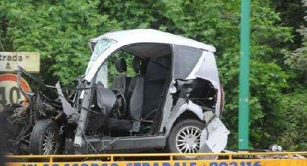 https://www.ragusanews.com//immagini_articoli/28-01-2020/incidente-fra-auto-minicar-e-moto-a-modica-240.jpg
