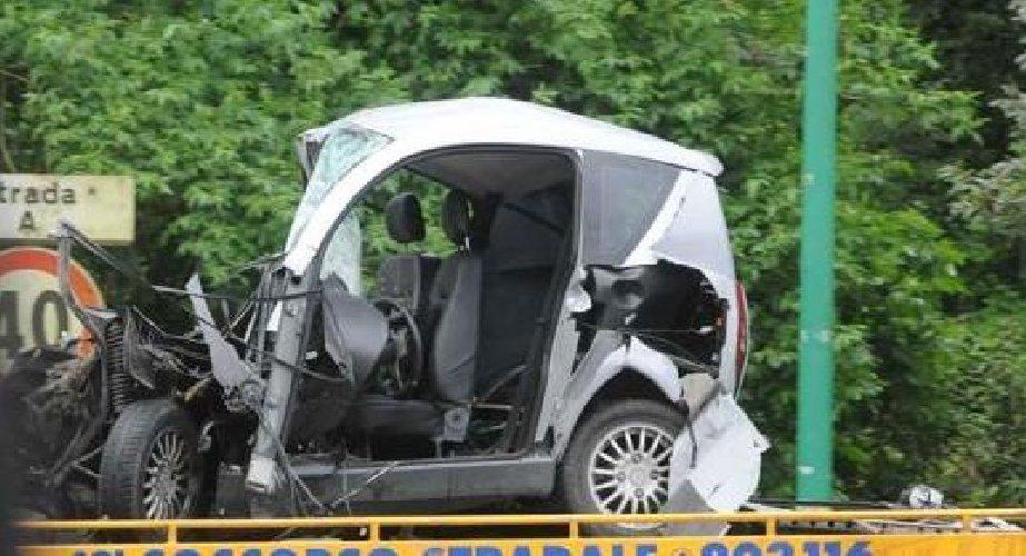 https://www.ragusanews.com//immagini_articoli/28-01-2020/incidente-fra-auto-minicar-e-moto-a-modica-500.jpg