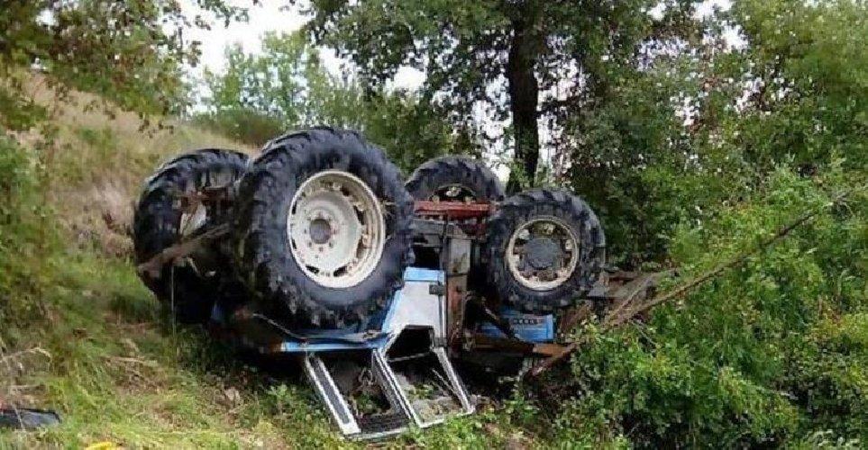 https://www.ragusanews.com//immagini_articoli/28-01-2020/trattore-si-ribalta-muore-seconda-morte-lavoro-in-2-giorni-in-sicilia-500.jpg