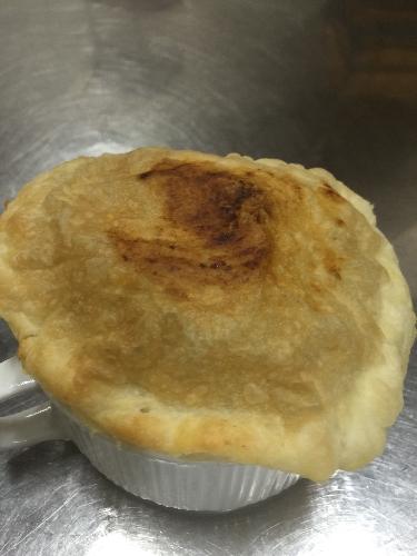 http://www.ragusanews.com//immagini_articoli/28-02-2015/tortino-di-carne-con-cipolla-pomodoro-e-birra-scura;-in-pasta-sfoglia-500.jpg