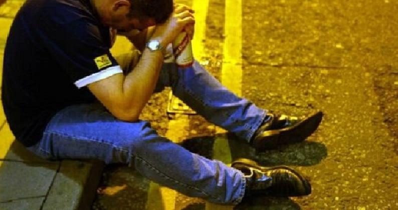 https://www.ragusanews.com//immagini_articoli/28-02-2017/ragusa-arrestati-rumeni-preda-fumi-alcool-420.jpg