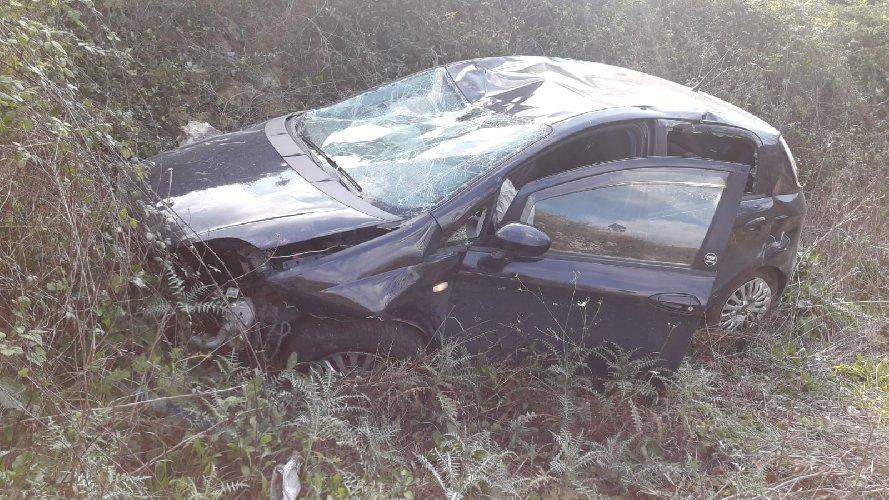 https://www.ragusanews.com//immagini_articoli/28-02-2019/incidente-passogatta-auto-burrone-foto-500.jpg