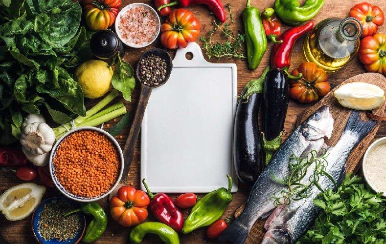 https://www.ragusanews.com//immagini_articoli/28-02-2021/dieta-mediterranea-10-benefici-che-ancora-non-conoscete-500.jpg