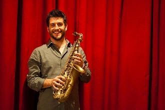 http://www.ragusanews.com//immagini_articoli/28-03-2017/francesco-cafiso-rafael-gualazzi-concerto-camerino-220.jpg