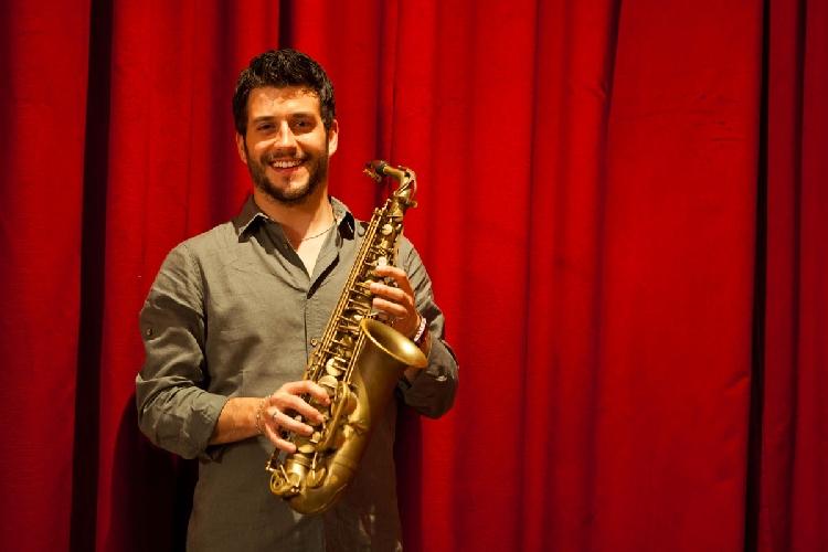 http://www.ragusanews.com//immagini_articoli/28-03-2017/francesco-cafiso-rafael-gualazzi-concerto-camerino-500.jpg