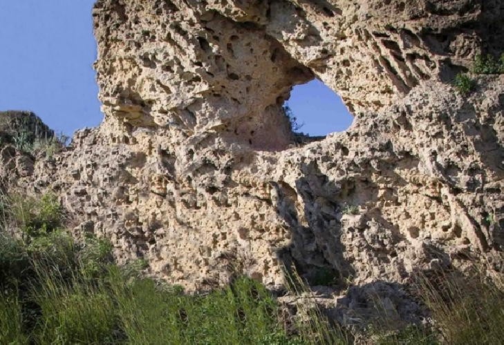 https://www.ragusanews.com//immagini_articoli/28-03-2017/pietra-calendario-bronzo-ecco-stonehenge-gela-500.jpg