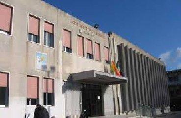 https://www.ragusanews.com//immagini_articoli/28-03-2019/finanziata-la-manutenzione-palestra-liceo-galilei-di-modica-240.jpg