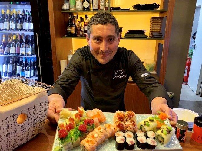 https://www.ragusanews.com//immagini_articoli/28-03-2019/giuseppe-nobile-lunico-master-sake-sommelier-siciliano-a-cibo-nostrum-500.jpg