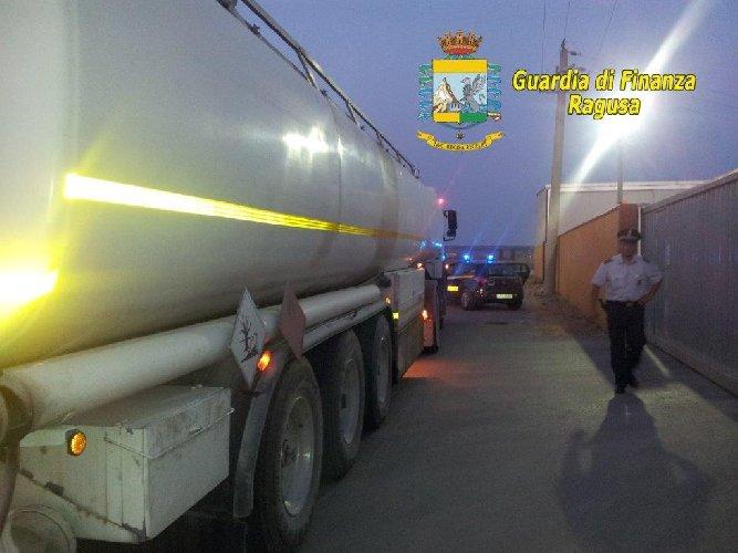 https://www.ragusanews.com//immagini_articoli/28-03-2019/ragusa-la-truffa-sulle-accise-dei-carburanti-500.jpg