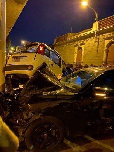 https://www.ragusanews.com//immagini_articoli/28-03-2021/1616967268-suv-sperona-una-utilitaria-a-scoglitti-5-feriti-3-500.jpg