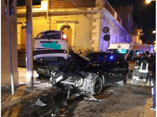 https://www.ragusanews.com//immagini_articoli/28-03-2021/suv-sperona-una-utilitaria-a-scoglitti-5-feriti-500.jpg