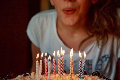 https://www.ragusanews.com//immagini_articoli/28-03-2021/tutti-senza-mascherina-alla-festa-di-compleanno-multati-280.jpg