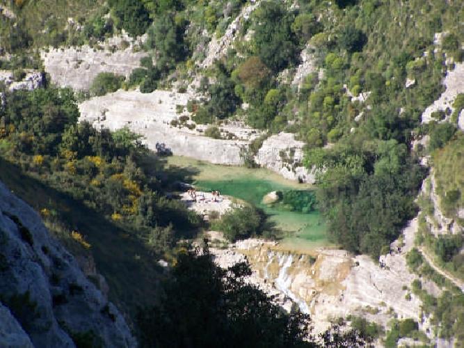 http://www.ragusanews.com//immagini_articoli/28-04-2015/una-escursione-alla-valle-dell-anapo-500.jpg