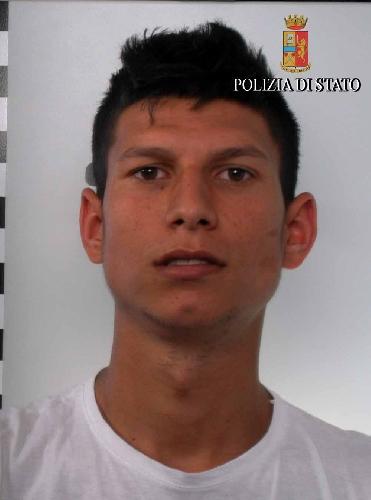 http://www.ragusanews.com//immagini_articoli/28-04-2017/rumeni-caseggiato-arresti-furto-energia-500.jpg