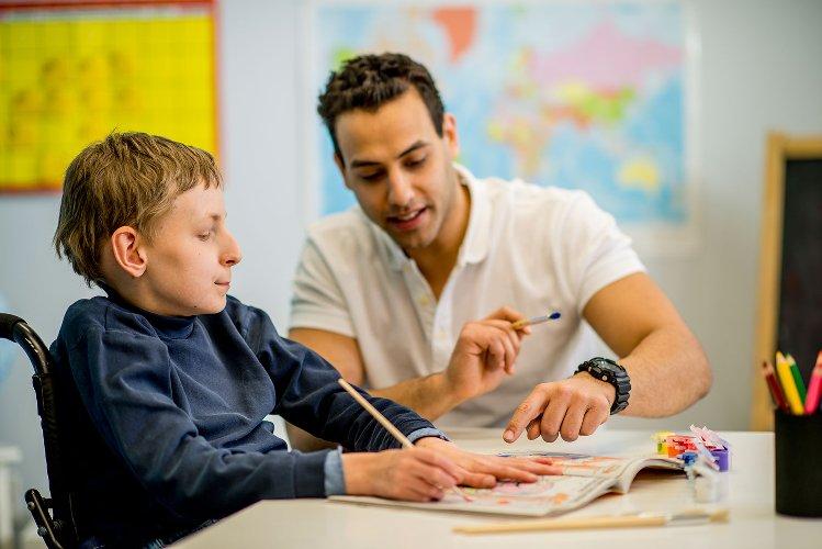 https://www.ragusanews.com//immagini_articoli/28-04-2018/offriamo-lavoro-educatori-professionali-500.jpg