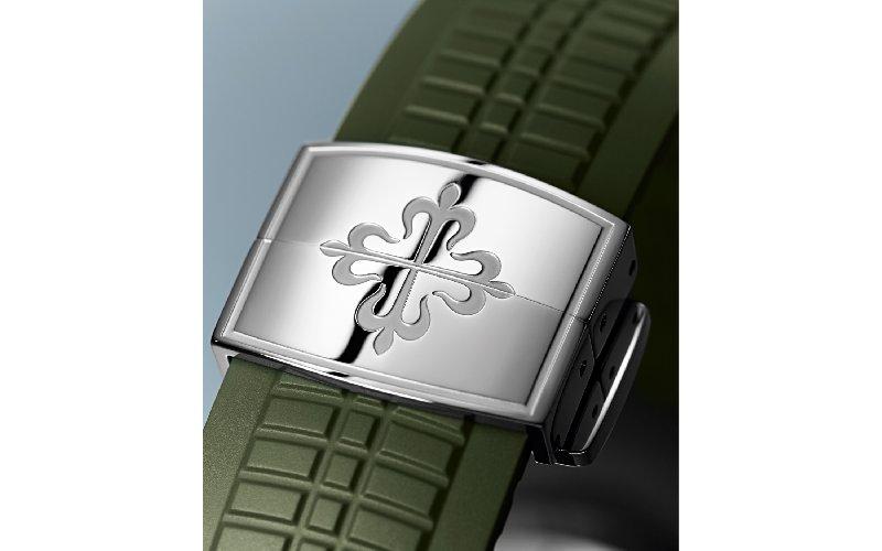 https://www.ragusanews.com//immagini_articoli/28-04-2019/1556486829-e-patek-philippe-disse-attenti-va-di-moda-il-verde-militare-1-500.jpg