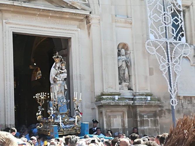 https://www.ragusanews.com//immagini_articoli/28-04-2019/maria-santissima-e-salita-500.jpg