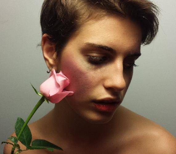 http://www.ragusanews.com//immagini_articoli/28-05-2014/donne-neanche-con-un-fiore-500.jpg