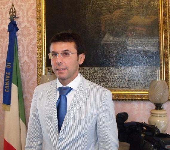 https://www.ragusanews.com//immagini_articoli/28-05-2015/giovannino-giurdanella-presidente-banca-della-contea-500.jpg