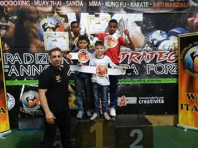 http://www.ragusanews.com//immagini_articoli/28-05-2016/cinque-giovani-ragusani-campioni-assoluti-wkf-500.jpg
