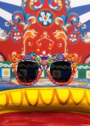 http://www.ragusanews.com//immagini_articoli/28-05-2016/dg-e-il-sicilian-carretto-dalle-cover-agli-occhiali-500.jpg