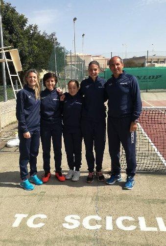 https://www.ragusanews.com//immagini_articoli/28-05-2018/giugno-stagione-tennis-club-scicli-500.jpg