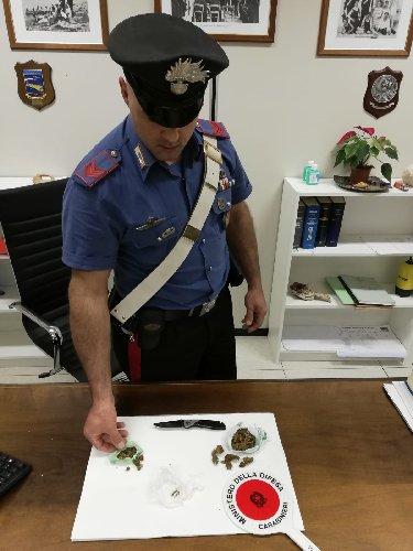 https://www.ragusanews.com//immagini_articoli/28-05-2019/scicli-kevin-fidone-e-la-droga-500.jpg