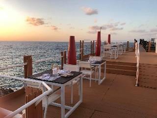 https://www.ragusanews.com//immagini_articoli/28-05-2020/iclub-loung-restaurant-ripartiamo-in-sicurezza-foto-240.jpg