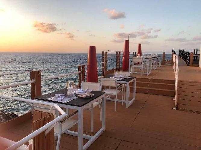https://www.ragusanews.com//immagini_articoli/28-05-2020/iclub-loung-restaurant-ripartiamo-in-sicurezza-foto-500.jpg