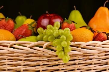 https://www.ragusanews.com//immagini_articoli/28-05-2020/mangiare-la-frutta-dopo-i-pasti-fa-ingrassare-240.jpg